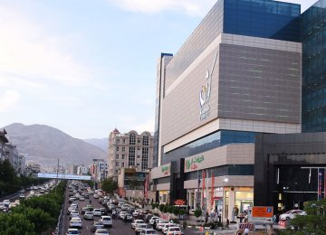 What is visibly wrong with the huge mall-cum-cinema Kourosh Complex is its inappropriate location and shortage of parking space.