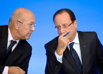 Francois Hollande (R) and Michel Sapin