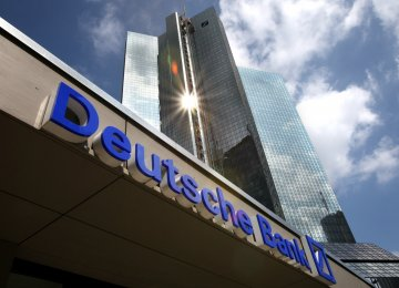 Deutsche Bank Slumps to Record Low