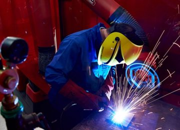 UK Firms Expect Output Surge in Autumn