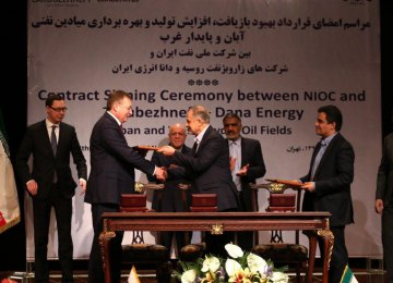 Representatives of National Iranian Oil Company, Zarubezhneft and Dana Energy Company signed the landmark oil deal in Tehran on March 14.