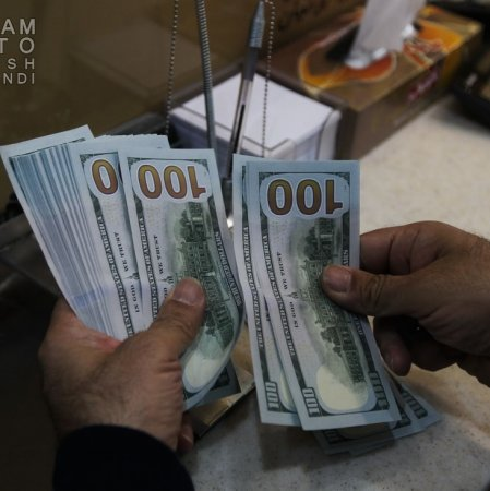 Currency, Gold Lose Luster in Tehran Market