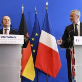 Bruno Le Maire (R) and Olaf Scholz