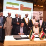 Arash Shahraini, a member of the board of directors and technical deputy of Export Guarantee Fund of Iran (L), and Qais bin Mohamed bin Moosa Al-Yousef, chairman of Export Credit Guarantee Agency of Oman, signed the agreement in Muscat on June 26.