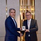Ali Tayyebnia (L) receives Singapore's prestigious prize on Feb.1.