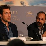 Asghar Farhadi (R) and Javier Bardem at the press conference on May 9.