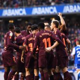 The Barcelona squad celebrates the victory.