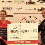 Vittoria Bussi (L) set a new Hour Record, riding 48.007 kilometres on Thursday at the Velodromo Bicentenario in