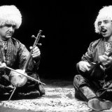 Two bakhshies playing gichak (L) and dutar