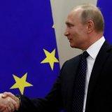 Russian President Vladimir Putin (R) and German Chancellor Angela Merkel (File Photo)