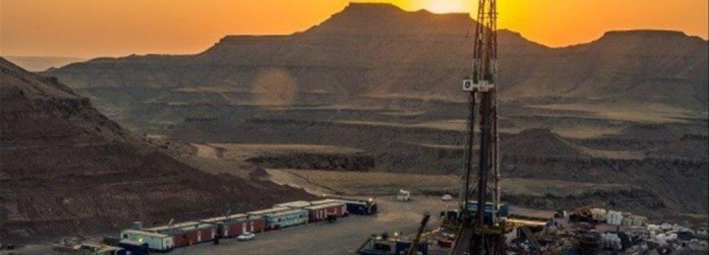 National Iranian Drilling Company Will Drill 16 Wells in Azadegan Oilfield