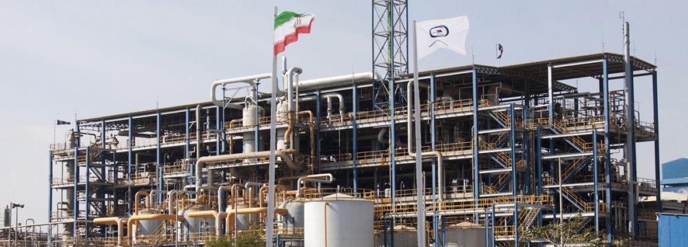 Petrochem Firms in S. Iran Join Battle Against Coronavirus
