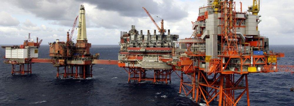 Zanganeh: Sanctions Undermine International Oil Market