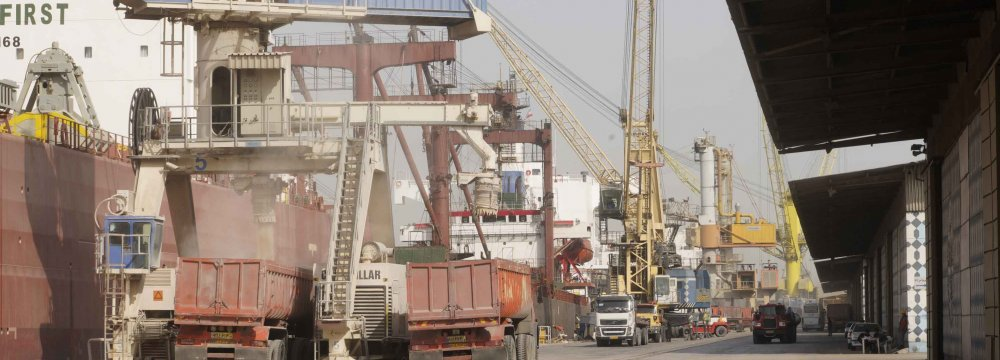 Iran's CB Supplies $5.5b for Import of Essential Goods Since March 21