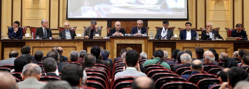 Iran's New Economy Minister Meets a Despondent Business Community - Photo: Bahareh Taghiabadi