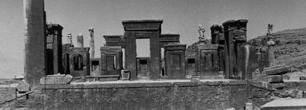 Giuseppe Zander's Persepolis Restoration Report in Persian