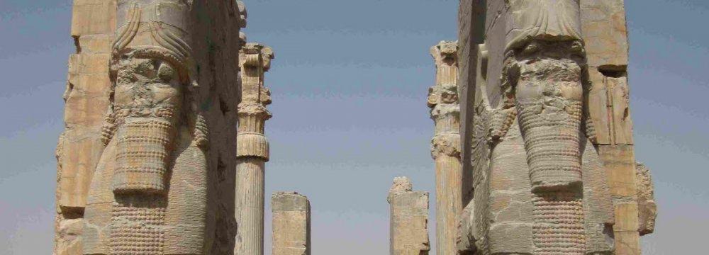 Austrians in Talks on 3D Mapping of Persepolis