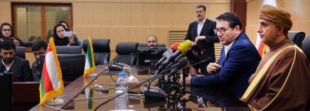 Iran, Oman Call for Increasing Trade Ties