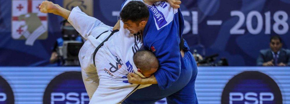 Javad Mahjoub (R) against Guran Tushishvili in the final game