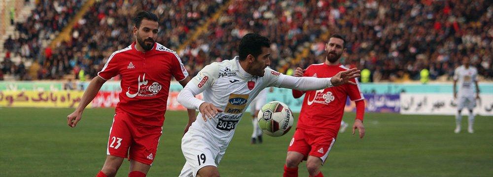 Vahid Amiri (No.19 in white) scored the winner for Persepolis.