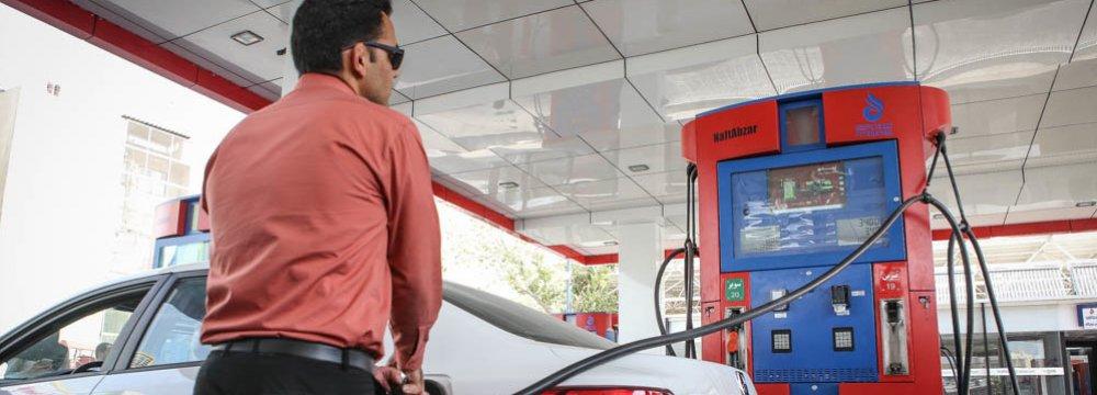 Zanganeh: Gasoline Rationing System May be Revived