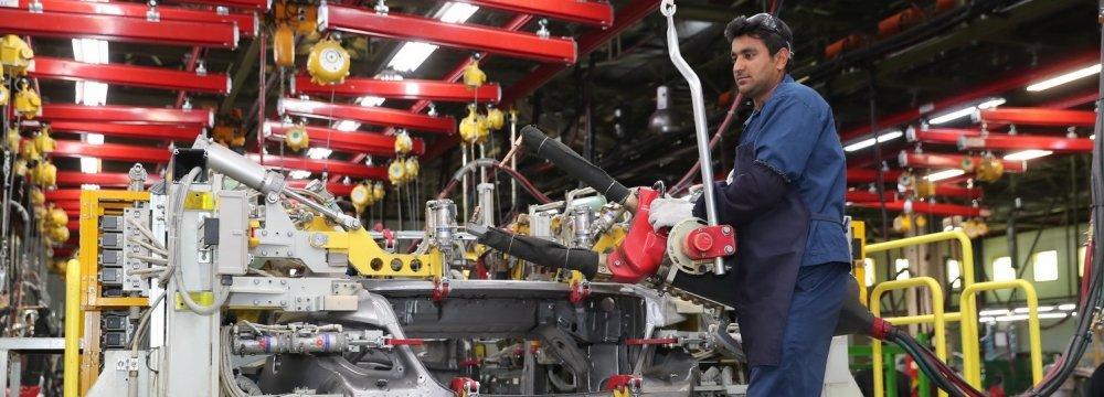 Iranian Carmakers Saddled With $1.4 Billion Debt