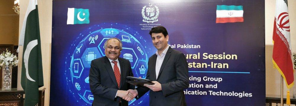 Iran, Pakistan Explore Expansion of Tech Ties