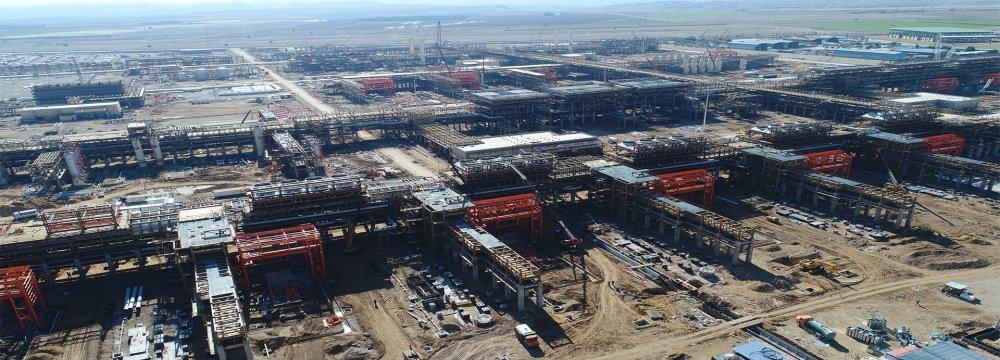 Iran: 9 Petrochem Plants Under Construction in Western, Southern Regions