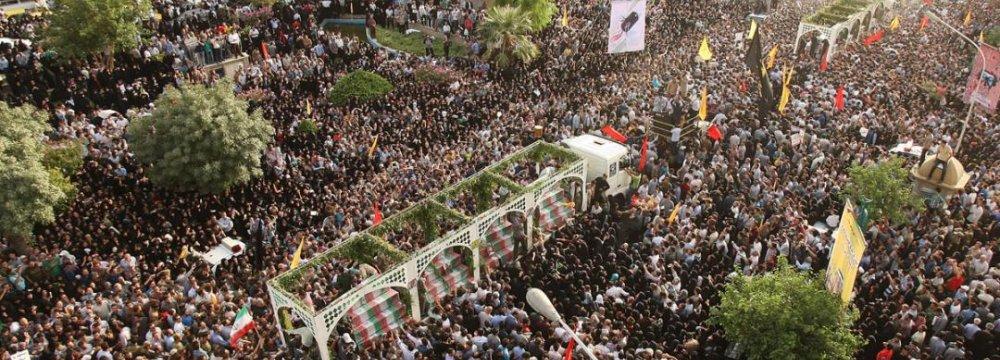 Leader Hails Massive Funeral for Martyrs