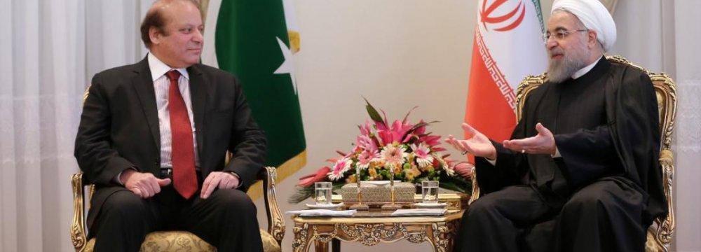 Rouhani Meets Pakistan's Premier