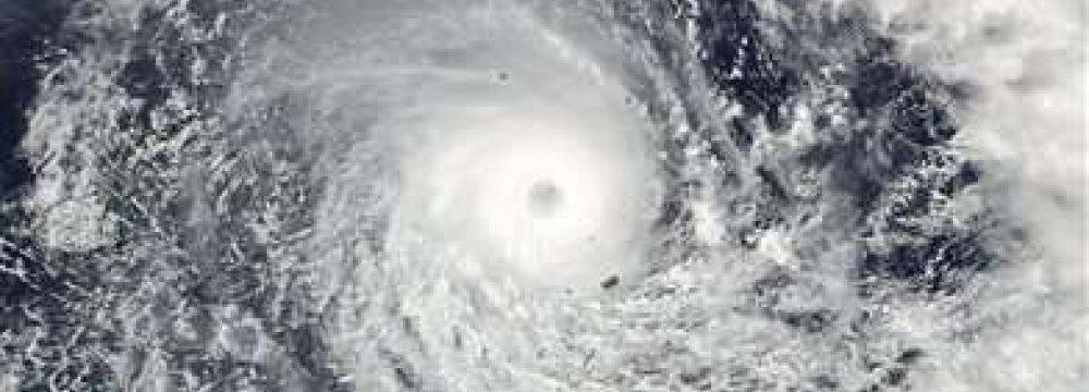 Cyclone Nears Fiji Main Islands