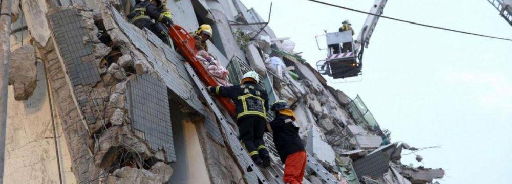 Taiwan Quake: 120 Still Trapped in Ruins