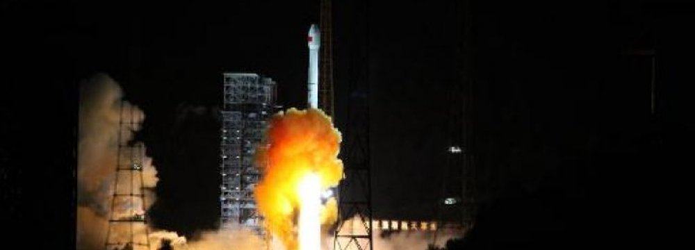 China Caps 1st Moon Mission