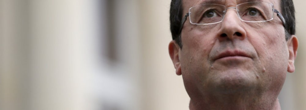 Hollande Down in Poll