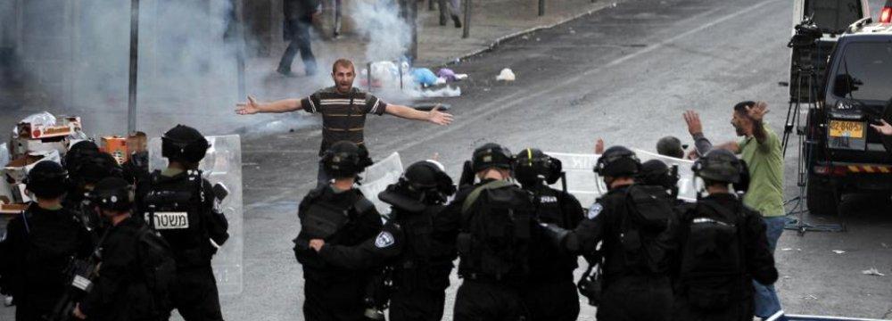 Israel Arrests 22 Palestinians in East Beit Ul-Muqaddas