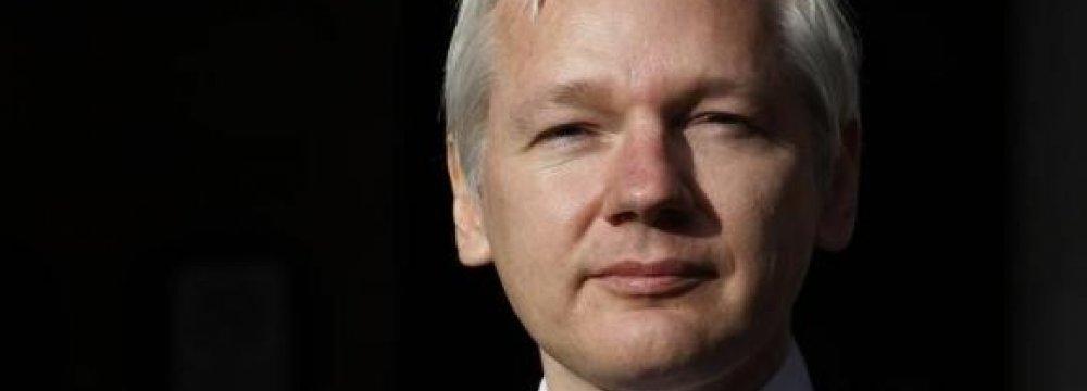 Sweden  to Question Assange