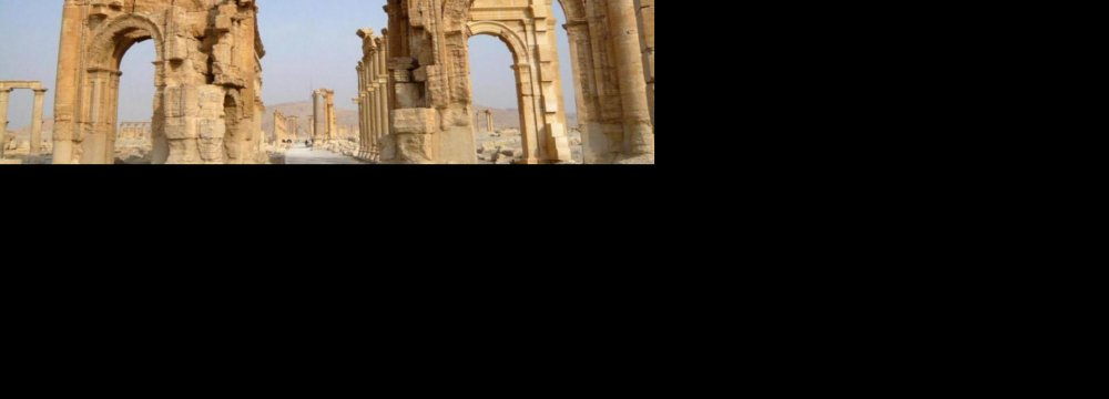 IS Blows Up Palmyra Arch
