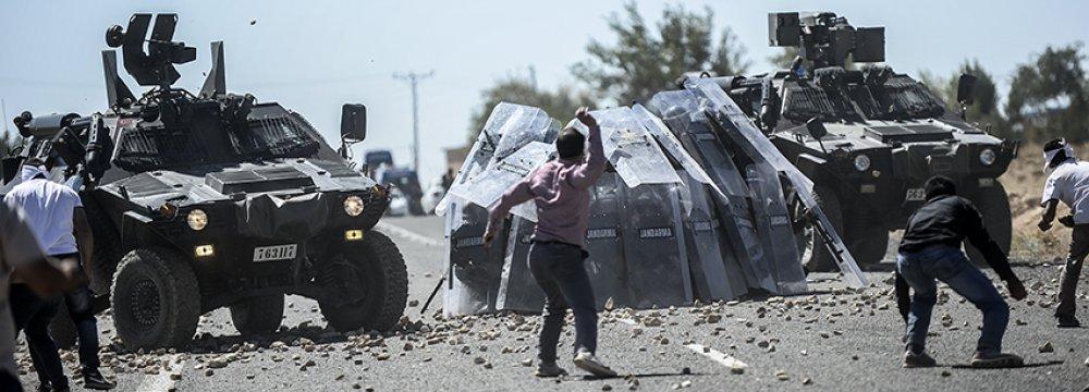 Turkey Stops Syria-Bound Kurds at Border