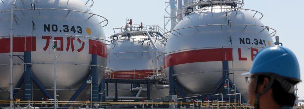 Japan Oil Refiners to Merge