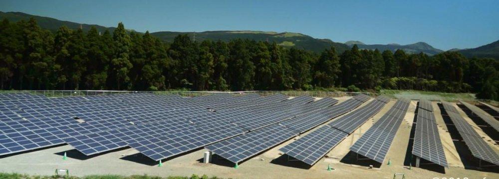 Pakistan Opens First Solar Power Plant