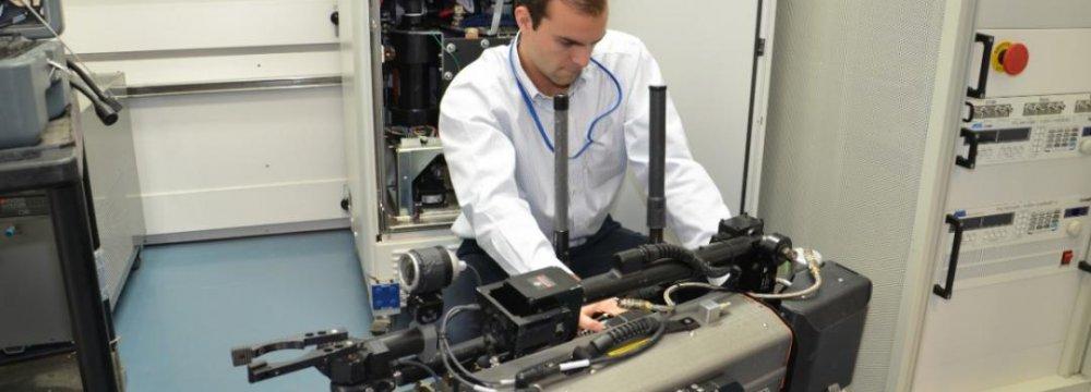 GM Mulls $1b Internal Overhaul