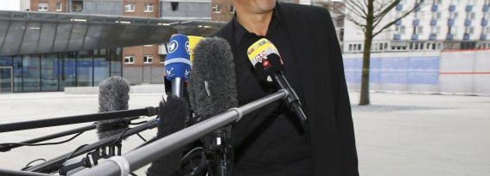 Greece, IMF Hold Talks