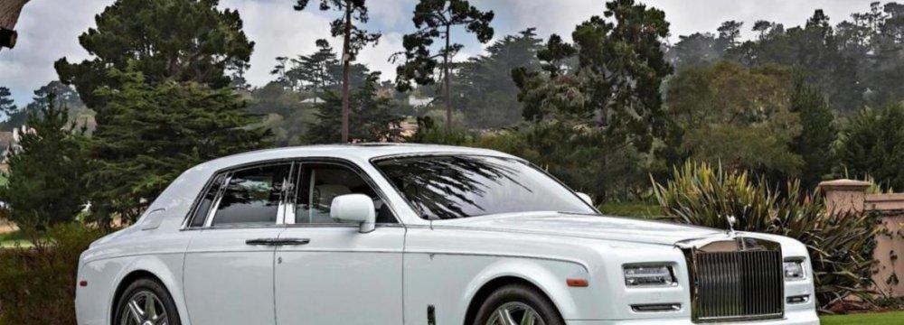Rolls-Royce Phantom Becomes Ghost