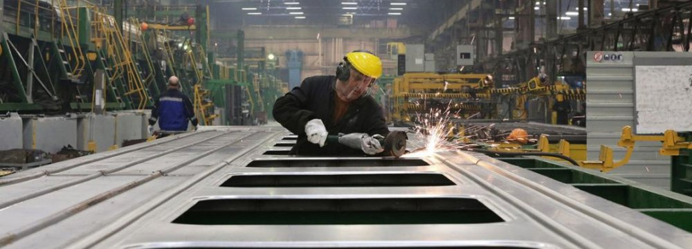 Russia's Manufacturing at Weakest Since 2009