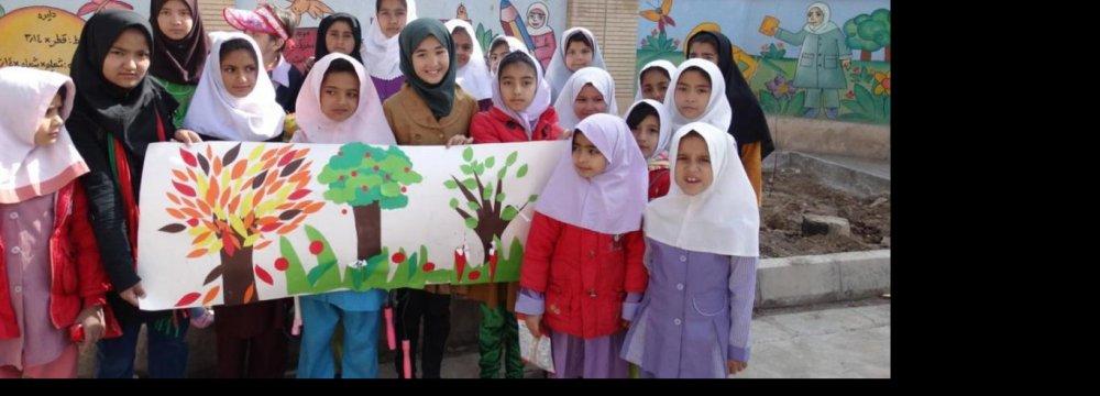 4,000 Afghans Seek Citizenship