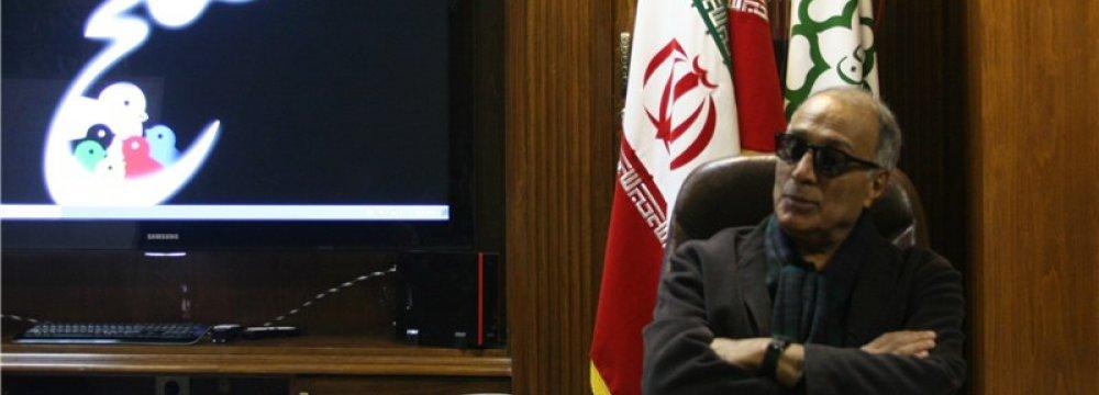 Kiarostami Visits Tehran Peace Museum