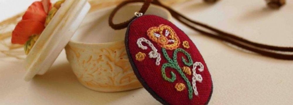 Using the Art of 'Rashti-Duzi' in Everyday Items