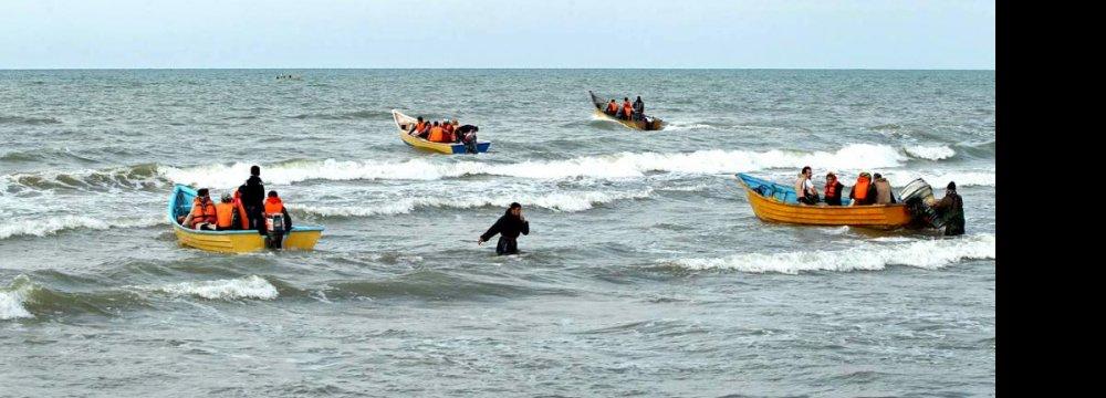 Iraqis Flock to Caspian Coast