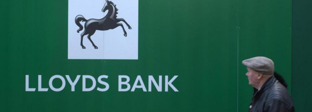 UK Gov't Cuts Lloyds Stake,  Prepares RBS for Another Sale