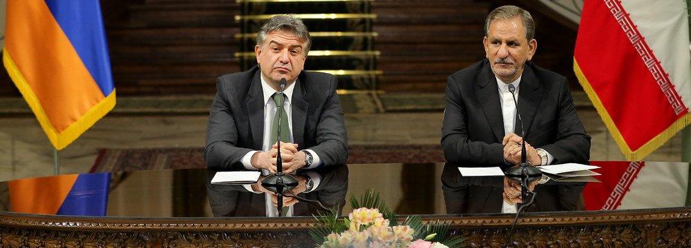 Armenian Prime Minister Karen Karapetyan (L) and Iranian Vice President Es'haq Jahangiri attend a press conference in Tehran on Oct. 9.